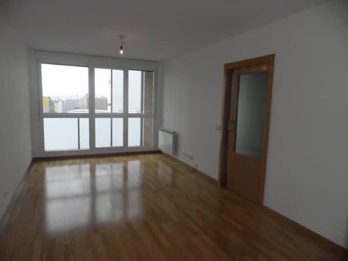 Foto del salón del piso en Salburua a la venta en Trivinsa inmobiliaria