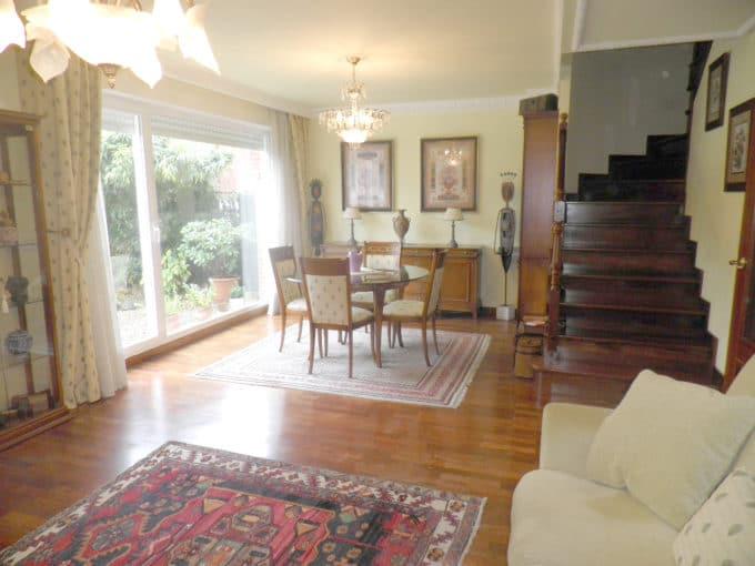 Foto del salón del chalet en Alegria-Dulantzi a la venta en Trivinsa inmobiliaria